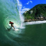 Surf na praia do tombo em Guarujá/SP