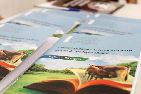 Professora do curso de Zootecnia lança glossário bilíngue de termos técnicos da produção animal
